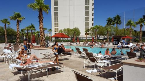 Fully Renovated on the Strip Photo