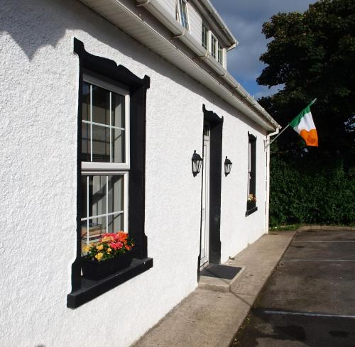 The River House Self Catering Apartment, Dunglow