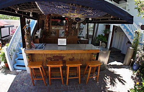 Duval Inn - Key West Photo