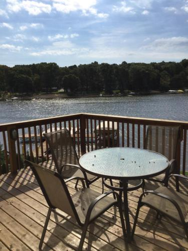 Saugatuck Lakefront Cottage Photo