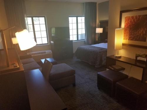 Staybridge Suites Cincinnati North Photo