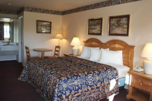 Lakeside Inn & Suites Photo