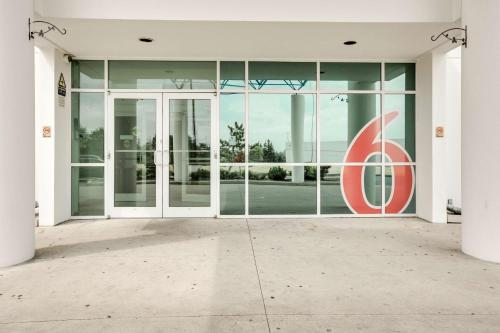 Motel 6 - Toronto - Brampton Photo
