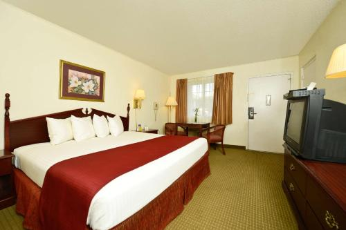 Best Western Village Inn - Hardy, AR 72542