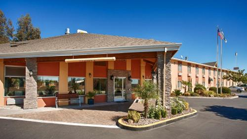 Best Western Plus Corning Inn - Corning, CA 96021