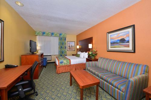 Best Western PLUS Fresno Inn Photo