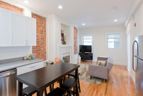 Three-Bedroom on Brainerd Road Apt 48 Photo