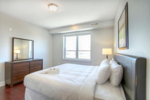 Two-Bedroom on W Randolph Street Apt 5D Photo