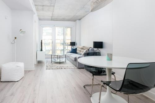 One-Bedroom on Rue de Bullion Apt 611 Photo