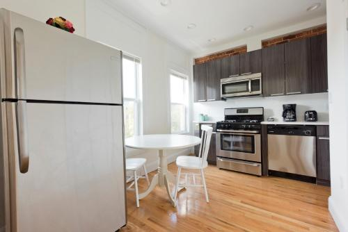 Two-Bedroom on Brainerd Road Apt 47 Photo