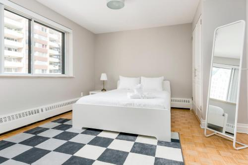 Two-Bedroom on Rue Drummond Apt 55 Photo