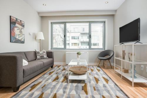 Apartment on Rue de la Montagne 1107 Photo