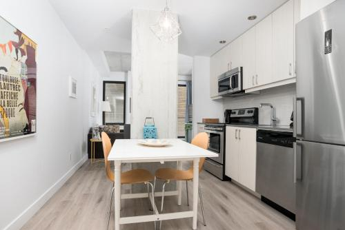 Apartment on Saint Henri Street 301 Photo