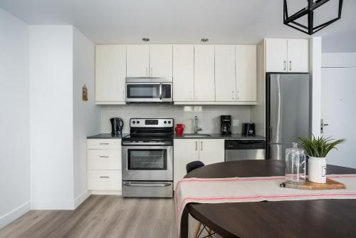 Apartment on Saint Henri Street 306 Photo