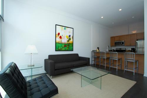 Two-Bedroom on W Fullerton Avenue Apt 204 Photo