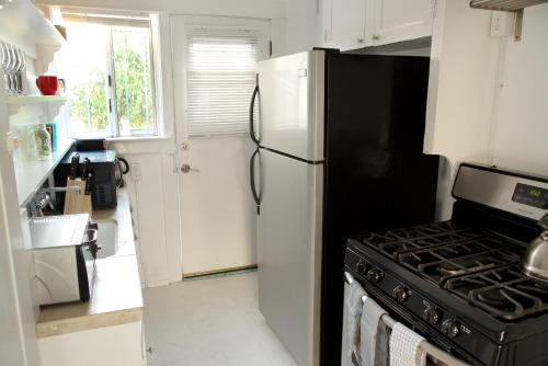 Studio on Cabrillo Avenue Apt 4 Photo