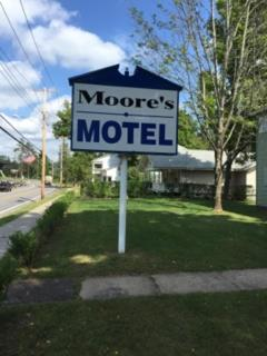 Moore's Motel Photo