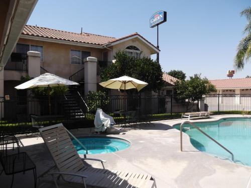 Garden Inn and Suites Fresno Photo
