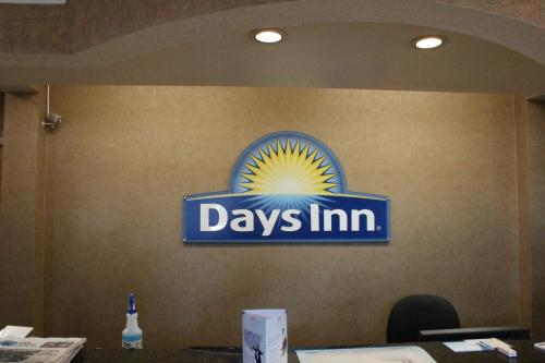 Days Inn & Suites North Stone Oak Photo