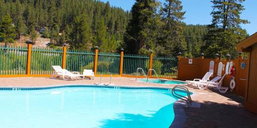Truckee Donner Lodge Photo
