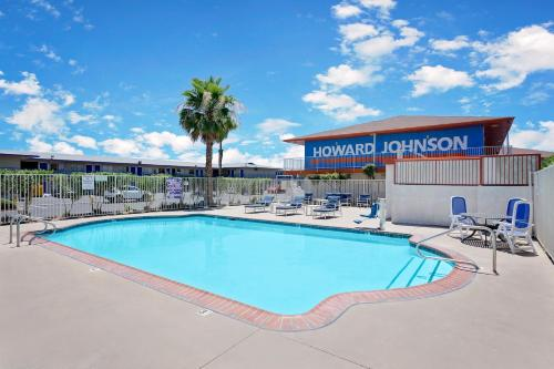 Howard Johnson Tropicana Photo