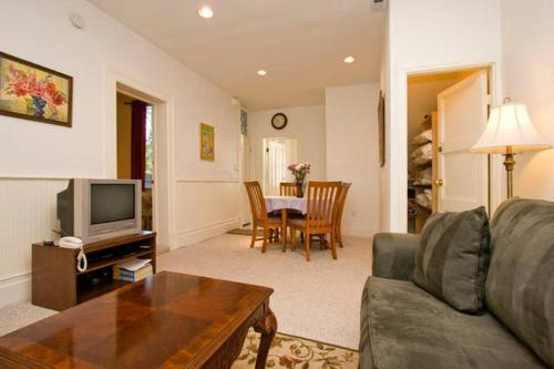 Pacific Heights Apartment Photo