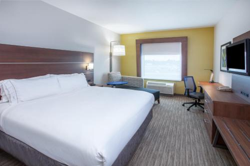 Holiday Inn Express Hotel and Suites Texarkana Photo