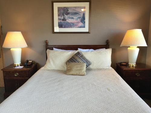 Timber Lodge Inn - Cle Elum, WA 98922