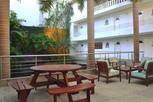 Hotel Rio Malecon Photo