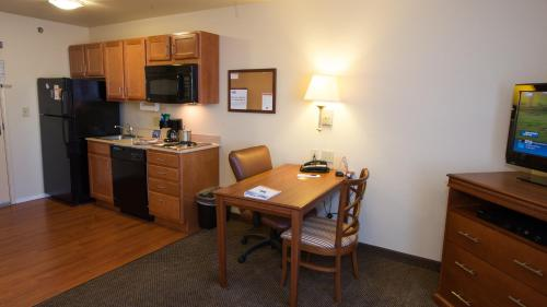 Candlewood Suites Joplin Photo