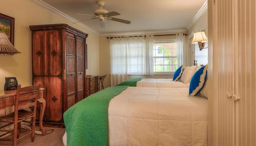 The Caribbean Court Boutique Hotel Photo