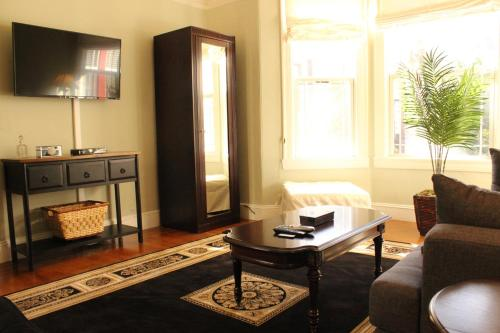 Cole Valley Apartment Photo
