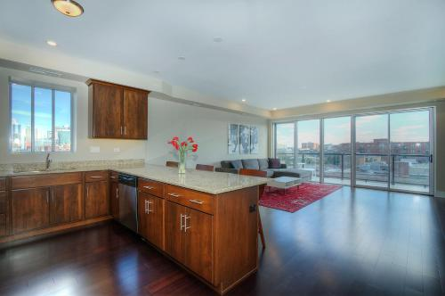 Two-Bedroom on W Randolph Street Apt 6B Photo