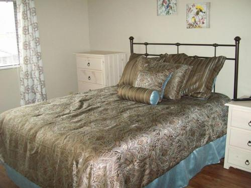 Two Bedroom Condo in Downtown Gatlinburg (Unit 207) Photo