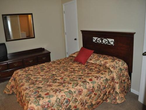 Three Bedroom Townhouse in Downtown Gatlinburg (Unit 503) Photo