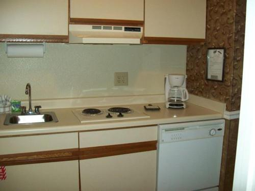 One Bedroom Condo in Downtown Gatlinburg (Unit 504) Photo