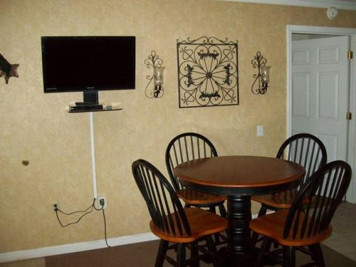 Studio Condo in Downtown Gatlinburg with Jacuzzi (Unit 2A) Photo
