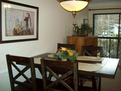One Bedroom Condo in Downtown Gatlinburg (Unit 102) Photo