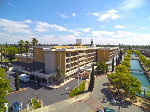 Hilton Stockton Photo