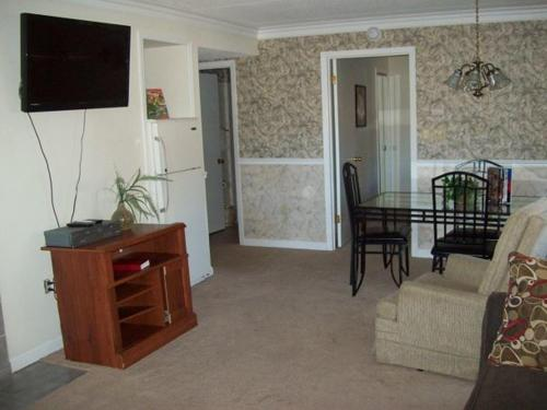 Two Bedroom Condo in Downtown Gatlinburg (Unit 212) Photo