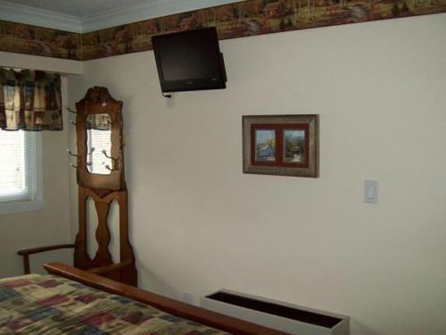 Two Bedroom Condo in Downtown Gatlinburg (Unit 701) Photo