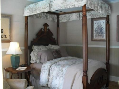 Boothe House Bed and Breakfast - Gonzales, TX 78629