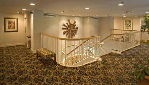 GuestHouse International Inn & Suites - Nashville/Music Valley Photo