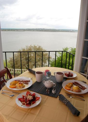 Lakehouse Bed and Breakfast Photo