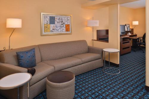 Fairfield Inn by Marriott Louisville North Photo