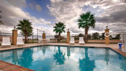 Best Western Bastrop Pines Inn Photo