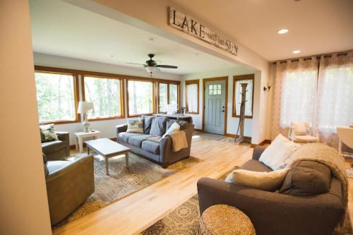 Mission Springs Lake House Photo