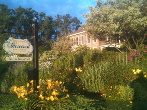 Shorecrest Bed and Breakfast Photo