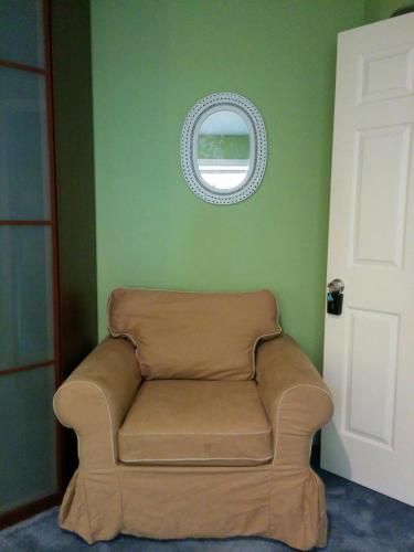 (2A) Cozy Private Bedroom near Daly City BART Subway Station - Daly City, CA 94014
