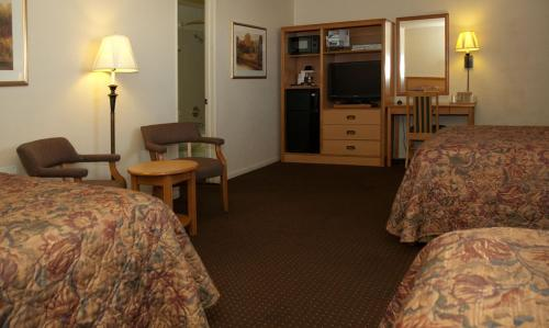 Travelers Budget Inn Photo